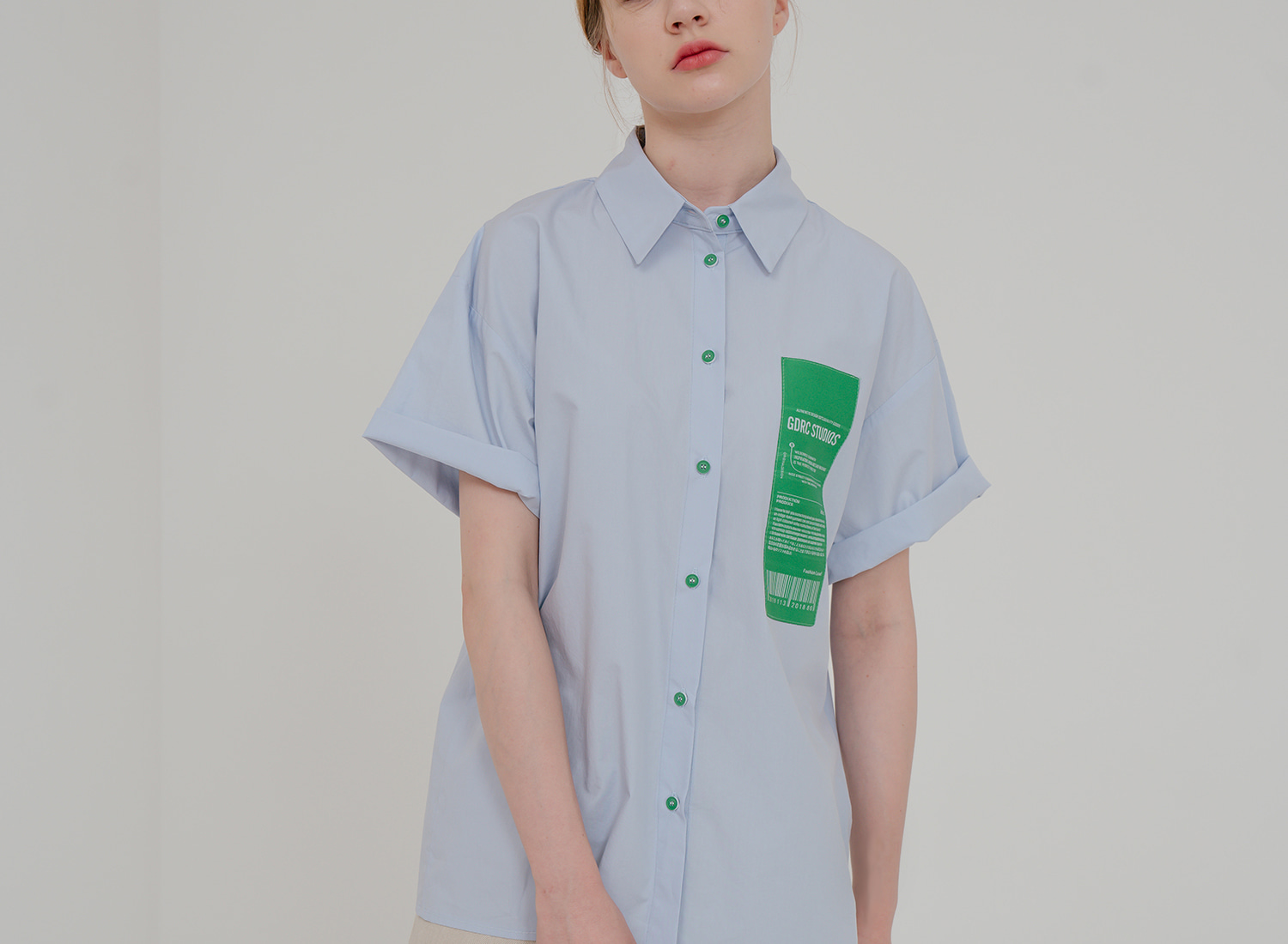Green-button Short-sleeve Shirt